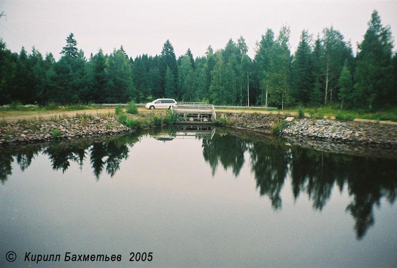 Плотина между новым и старым руслом Сайменского канала