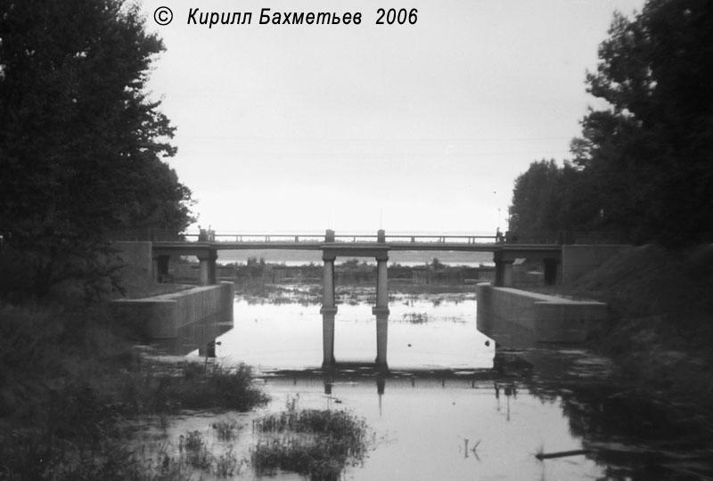 Петровский мост через Староладожский канал