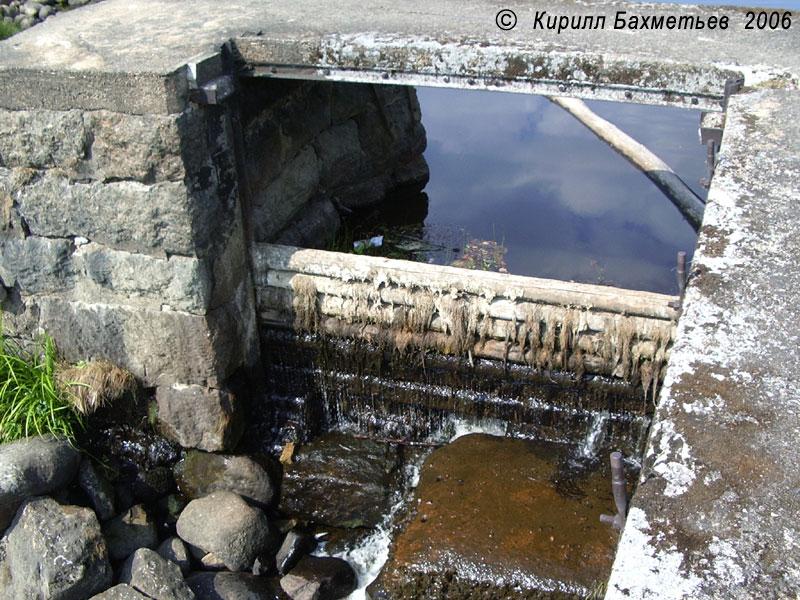 Плотина гидроэлектростанции на р. Селезнёвке