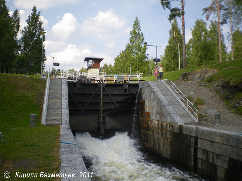 Заполнение водой нижней шлюзовой камеры