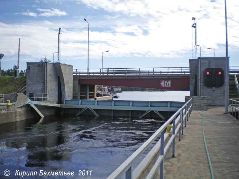 Верхние ворота Куурнаского шлюза и разводной мост