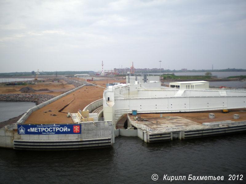 Северный затвор судопропускного сооружения С-1