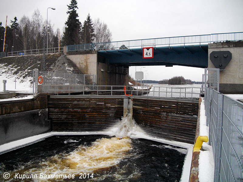 Верхние шлюзовые ворота и разводной мост