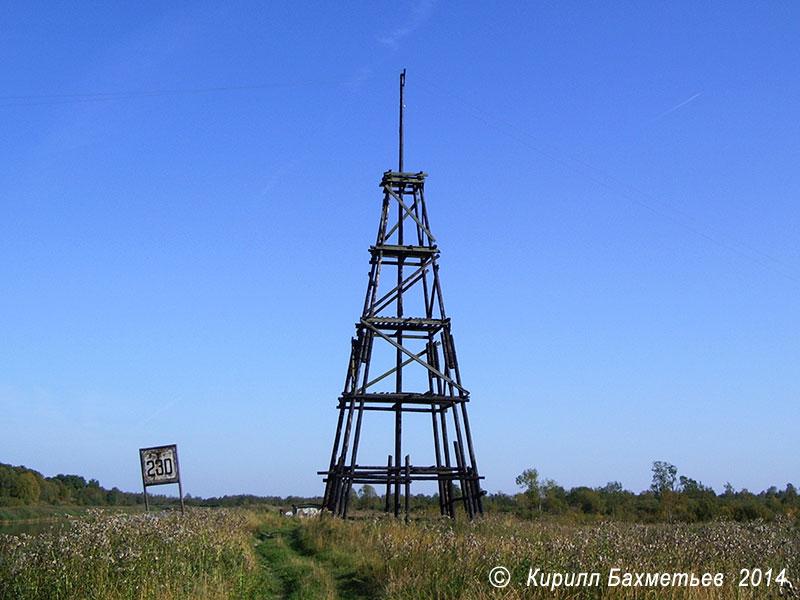 Линия электропередачи на деревянных столбах через Новоладожский канал