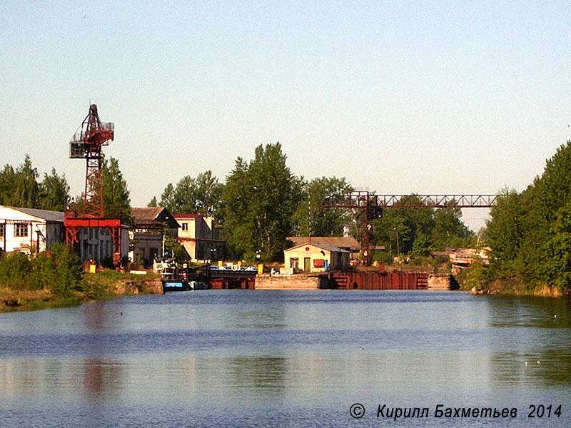 Док Новоладожского судостроительного завода на месте Екатерининского устья Староладожского канала