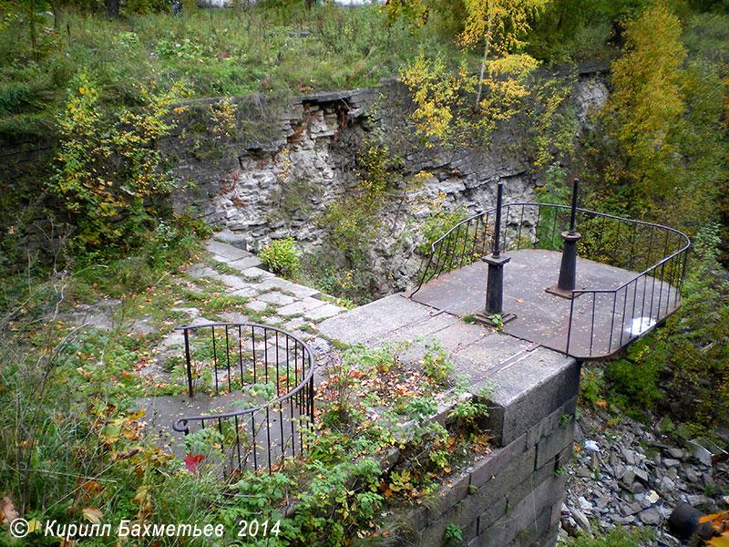 Затвор для выпуска воды из Петровского дока