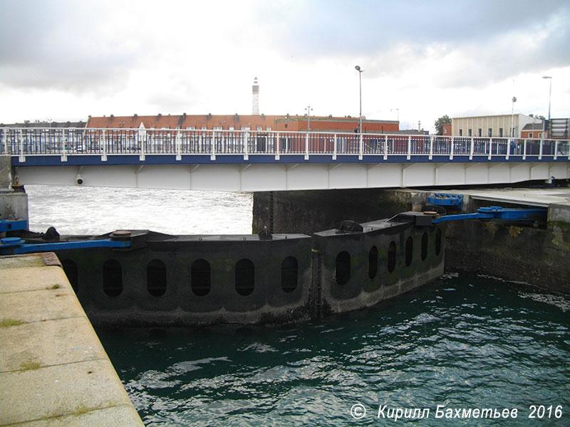 Ворота Западной гавани и мост Анри Энона