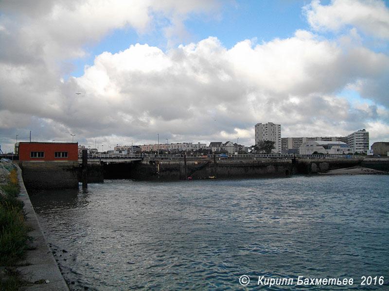 Ворота Западной гавани, мост Анри Энона и насосная станция Кале